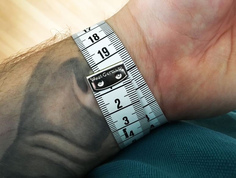 Handgelenk Umfang messen Uhrengröße ermitteln