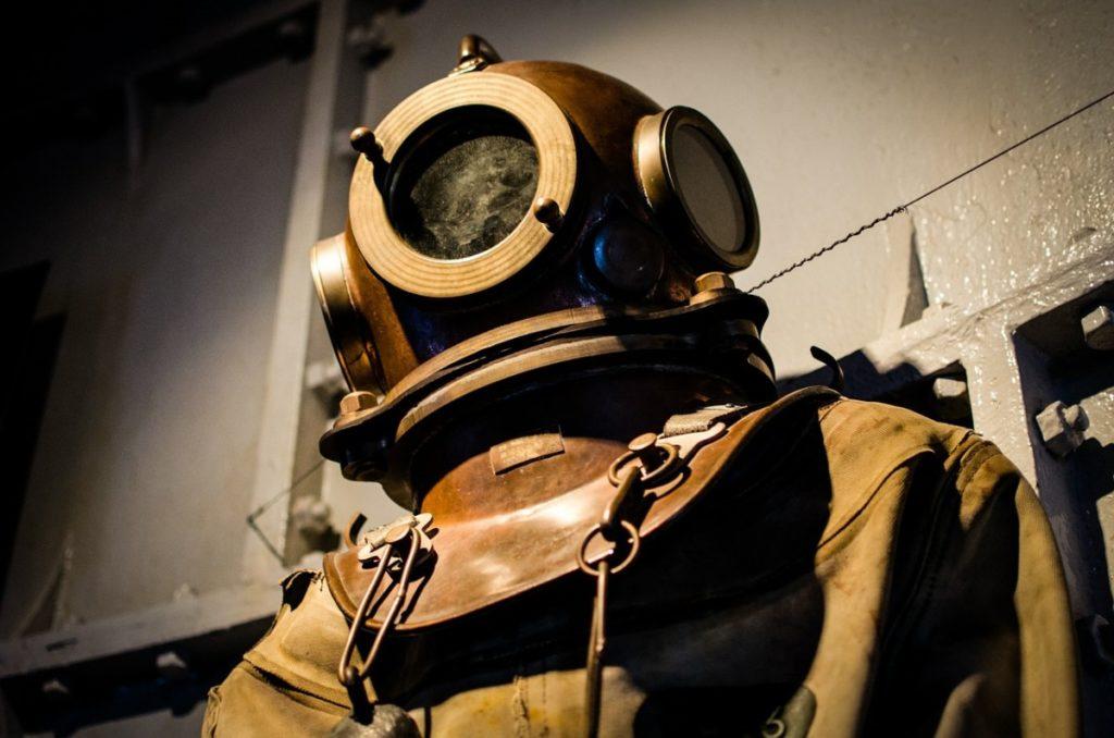 diving-helmet-bronze-watch