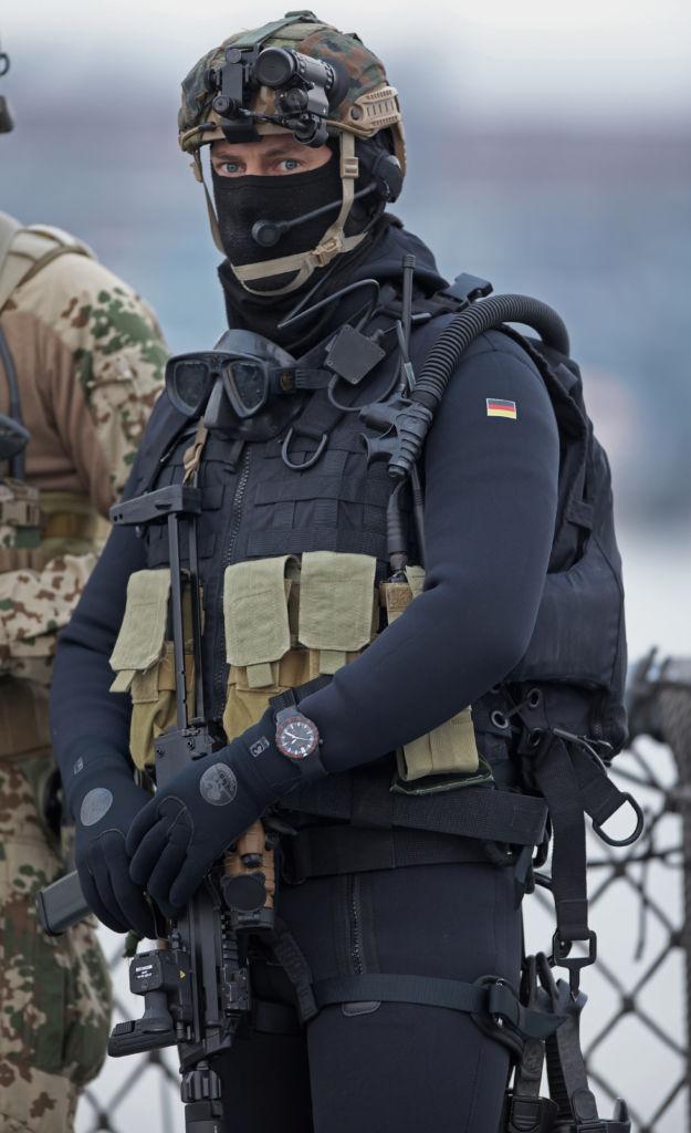 UX S Kampfschwimmer von Sinn Spezialuhren EZM 2B
