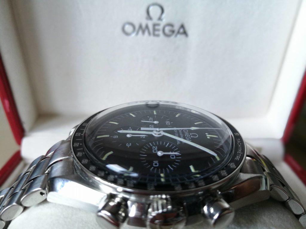 omega-speedmaster-professional-moonwatch-hesalitglas-gewoelbt