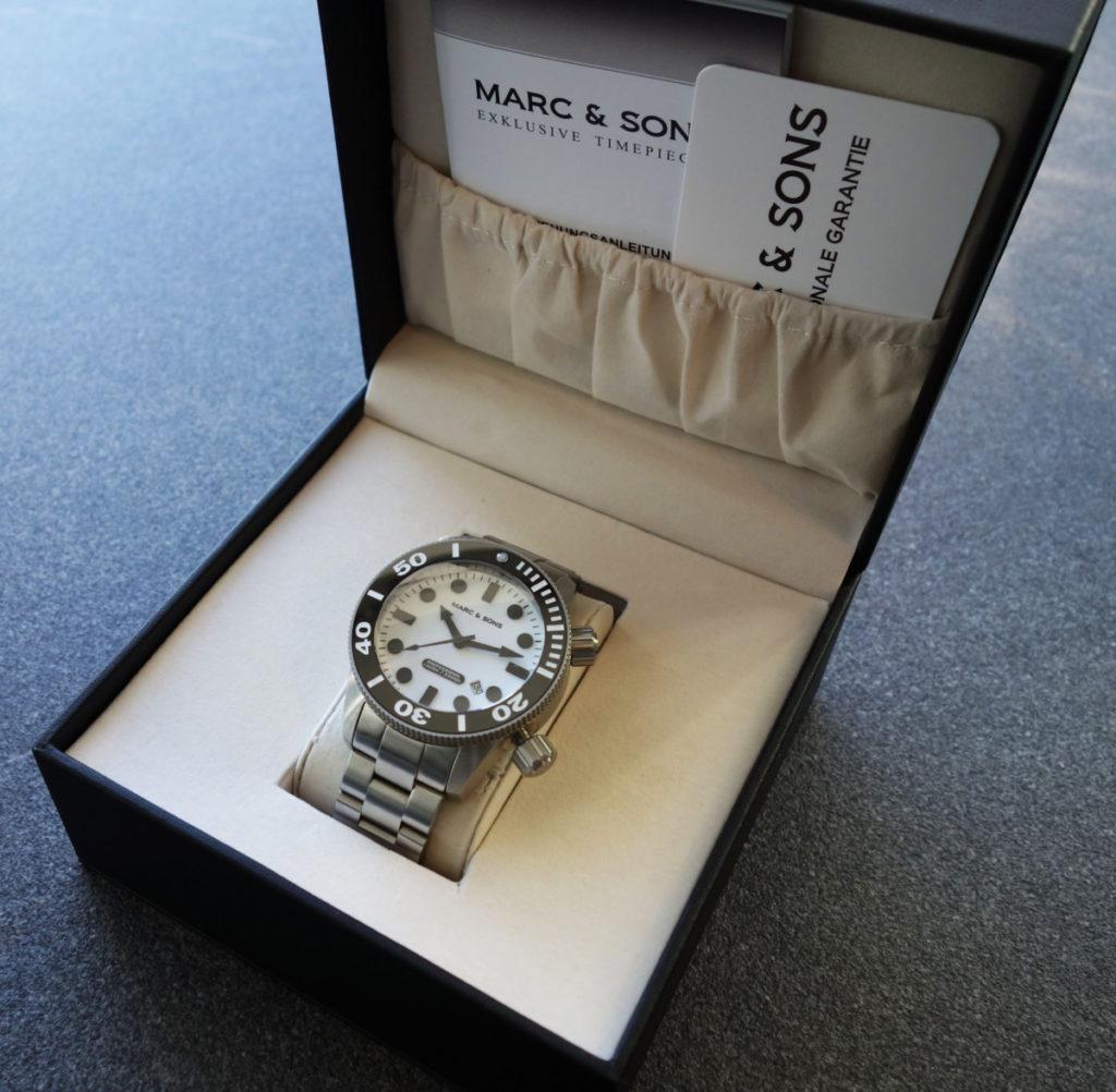 Box der Marc & Sons MSD-027 Leuchtkeks Taucheruhr