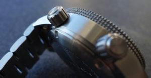 Krone und Heliumventil der Marc & Sons MSD-027 Leuchtkeks Taucheruhr