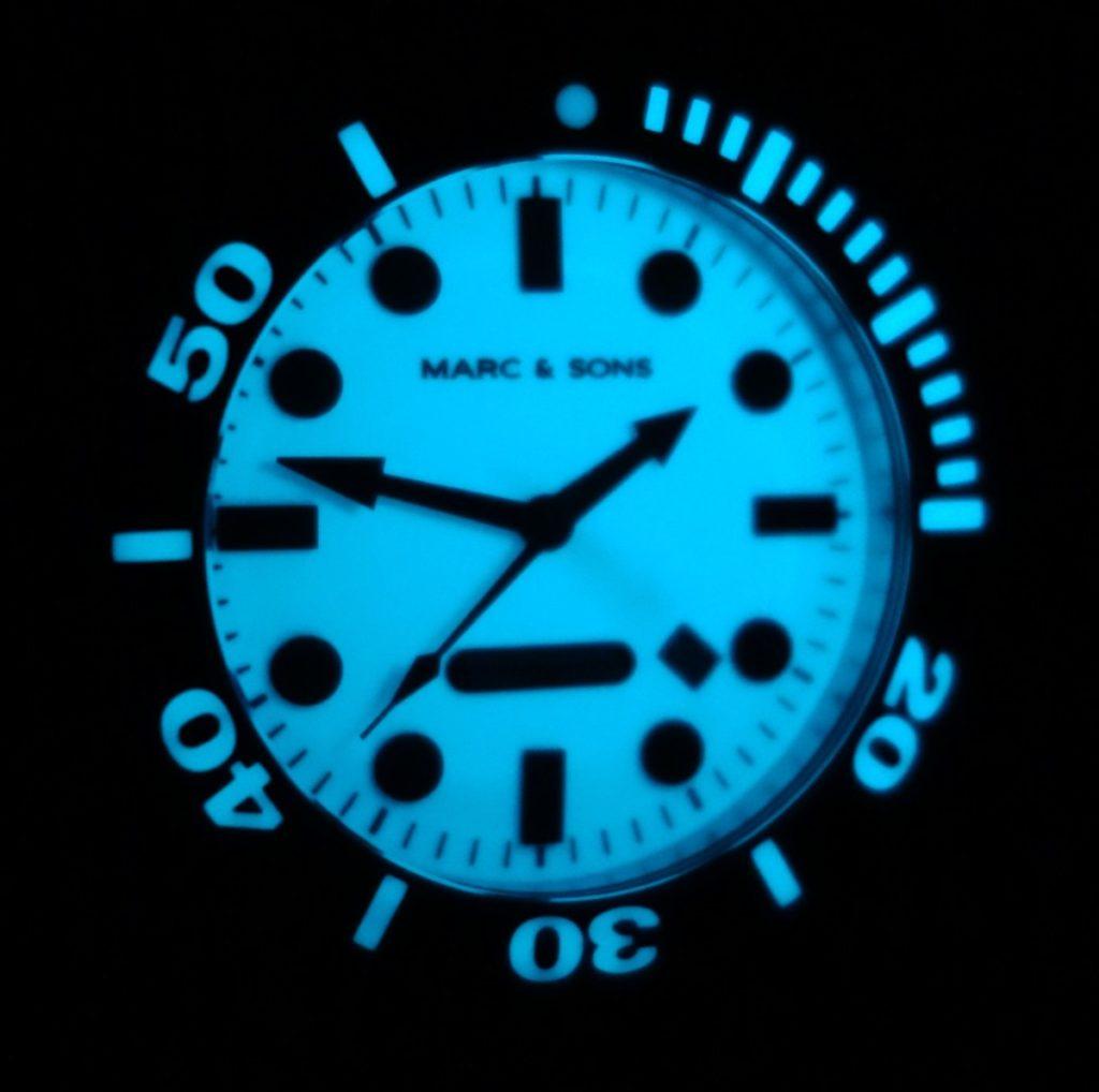 Lumen bei Nacht der Marc & Sons MSD-027 Leuchtkeks Taucheruhr
