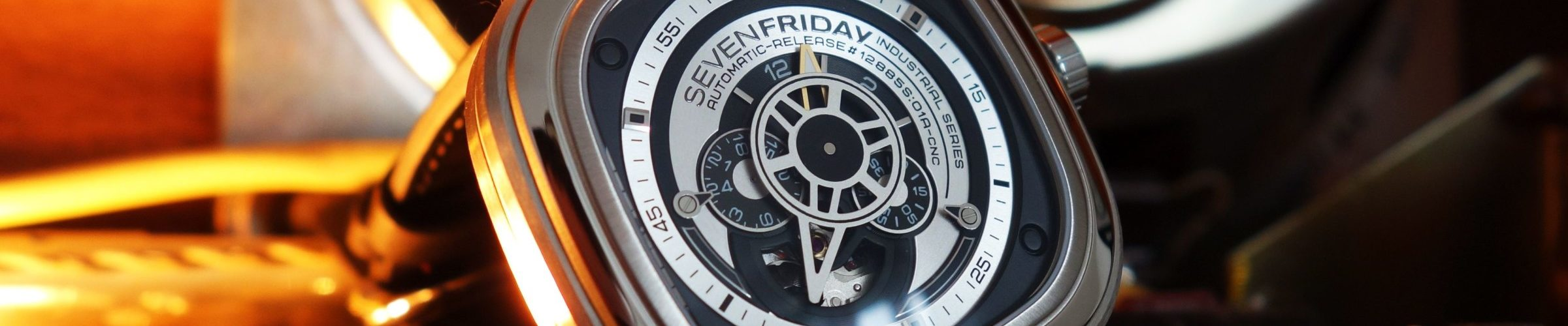 sevenfriday sf p1b 01 im test industrie look fernab des mainstreams chrononautix. Black Bedroom Furniture Sets. Home Design Ideas