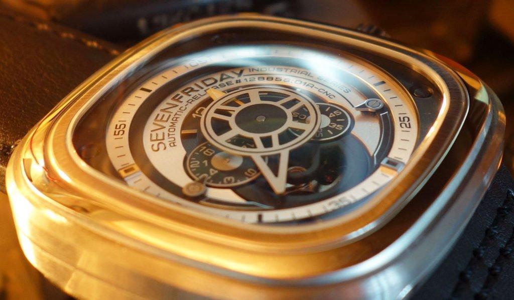 Sevenfriday P1B_01 00477 mehrere Ebenen