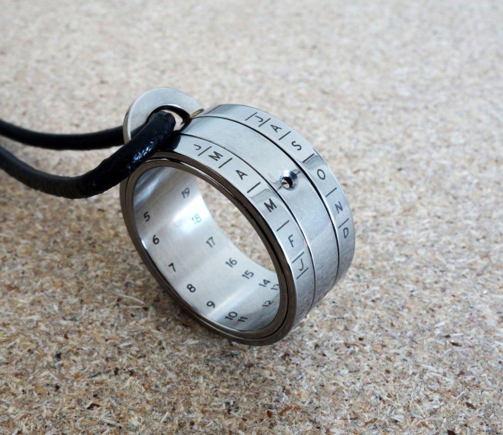 NOMOS Glashütte Sonnenuhr-Ring Bauernring Herrenkette