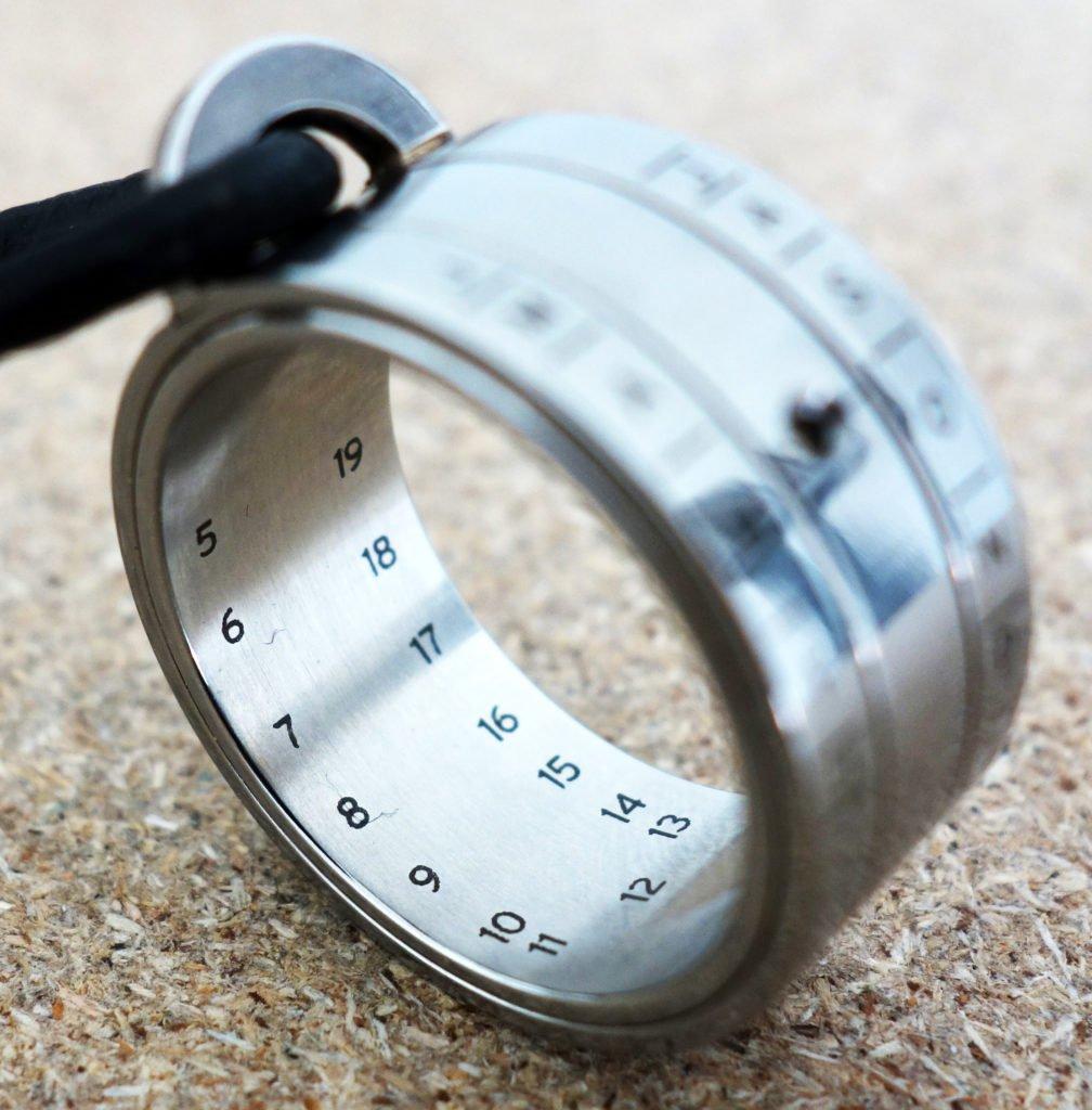 NOMOS Glashütte Sonnenuhr-Ring Bauernring Stundenanzeige