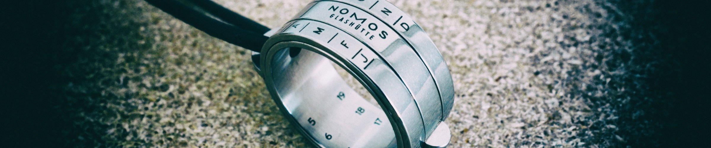 NOMOS Sonnenuhr-Ring Bauernring Glashütte hohe Qualität Höhensonnenring