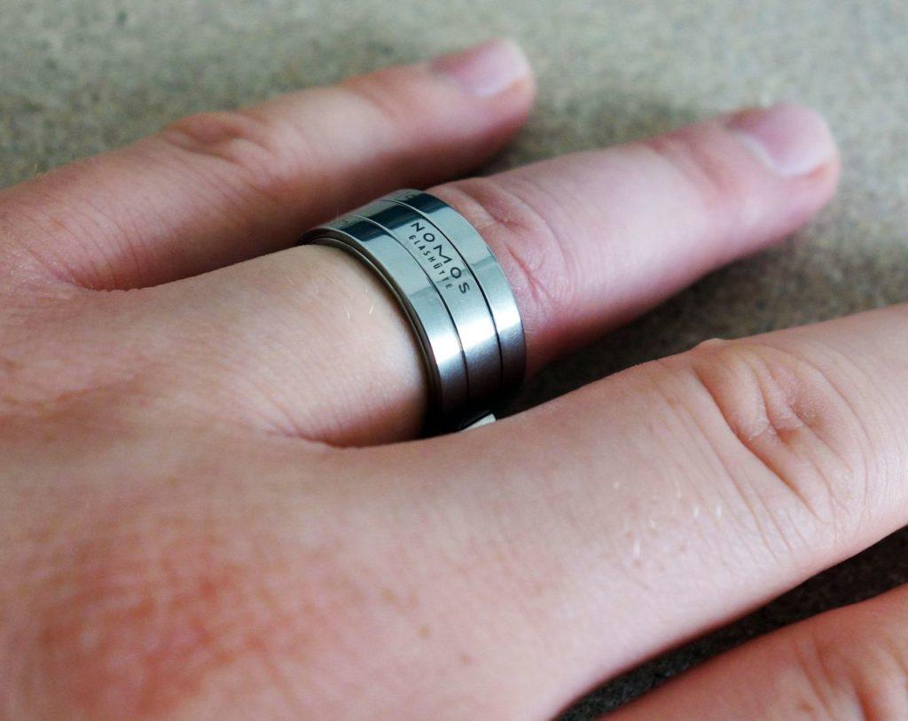 Nomos Glashütte Sonnenuhr Ring Bauernring Finger