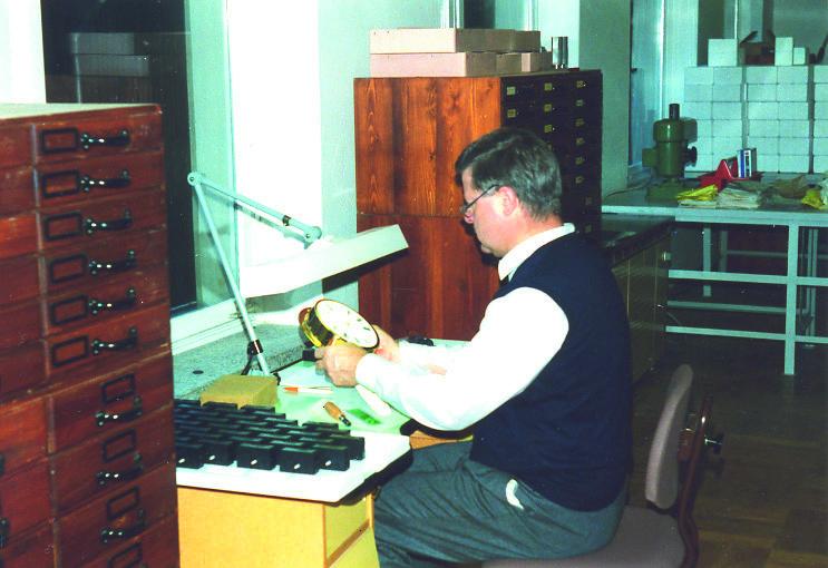 Hans Jürgen Mühle Glashütte Sachsen bei der Arbeit