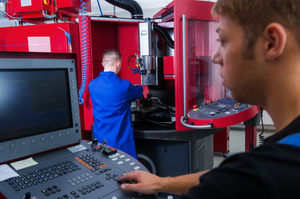 Mühle Glashütte Teilefertigung CNC Maschine
