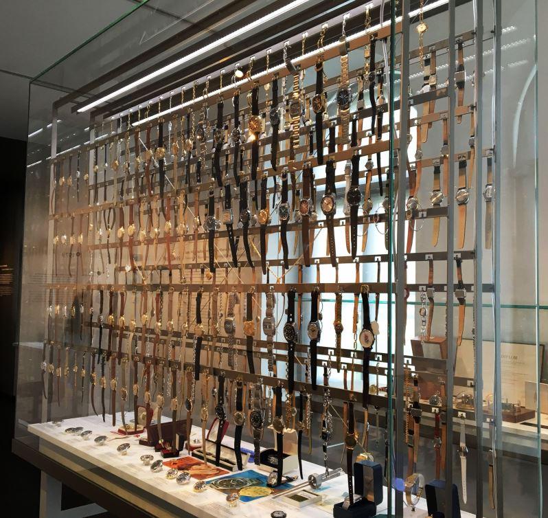 GUB Glashütte Vitrine Museum 2