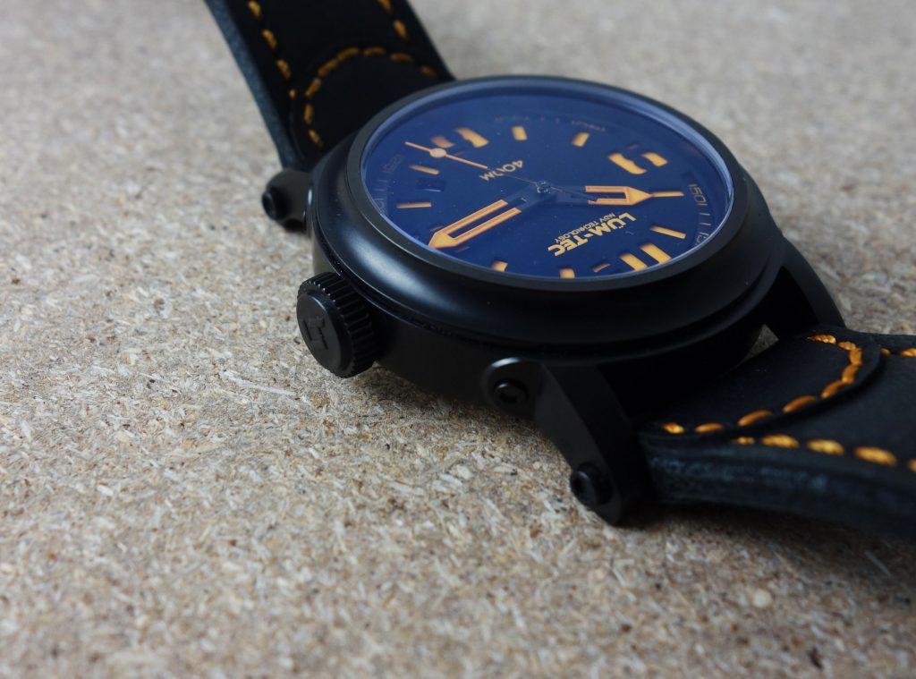 Krone schwarz beschichtet Uhr