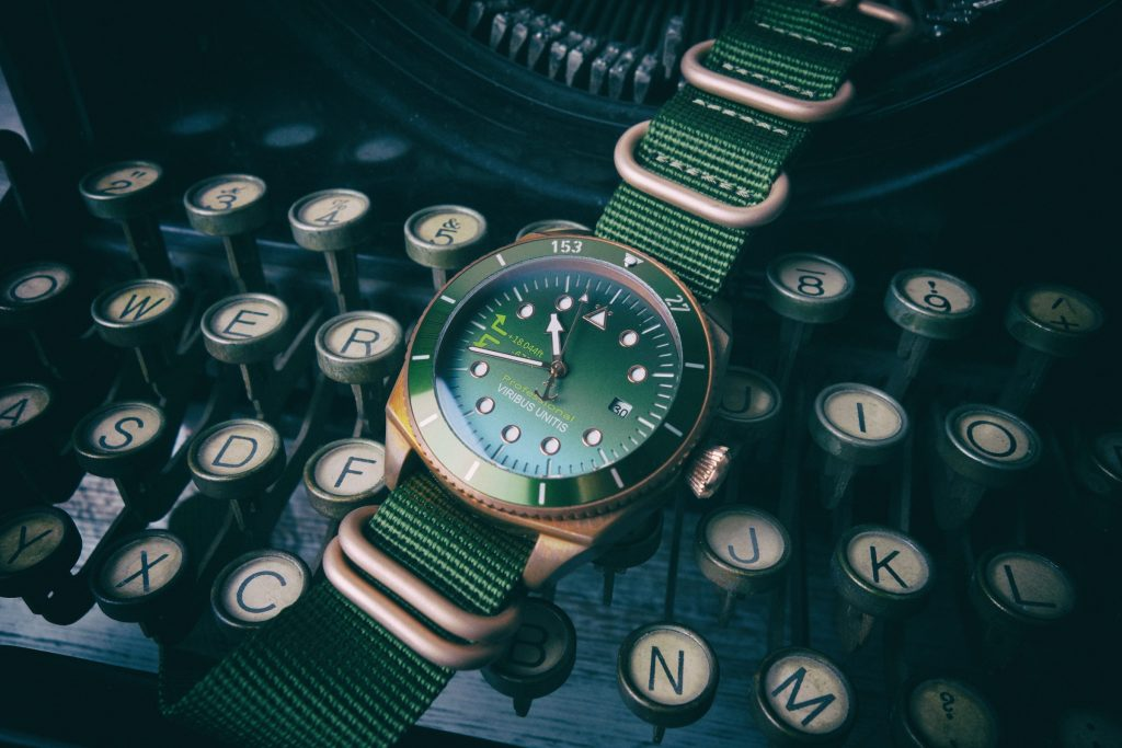 Viribus Unitis Vintage Bronze Uhr