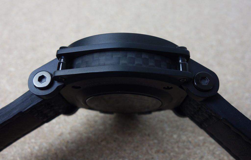 Carbon-Seite Chronograph Swiss Made