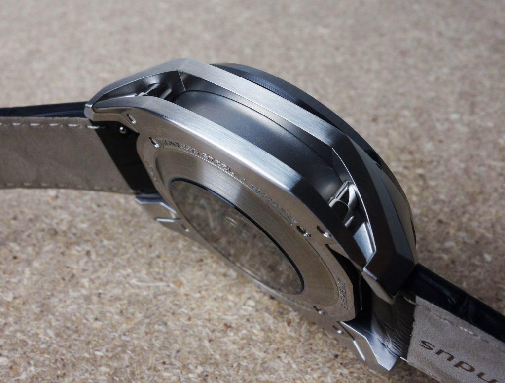 Formex patentierte Gehäusefederung