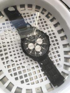 Read more about the article Uhr reinigen: Selbstversuch mit einem Ultraschallreiniger und Alternativen