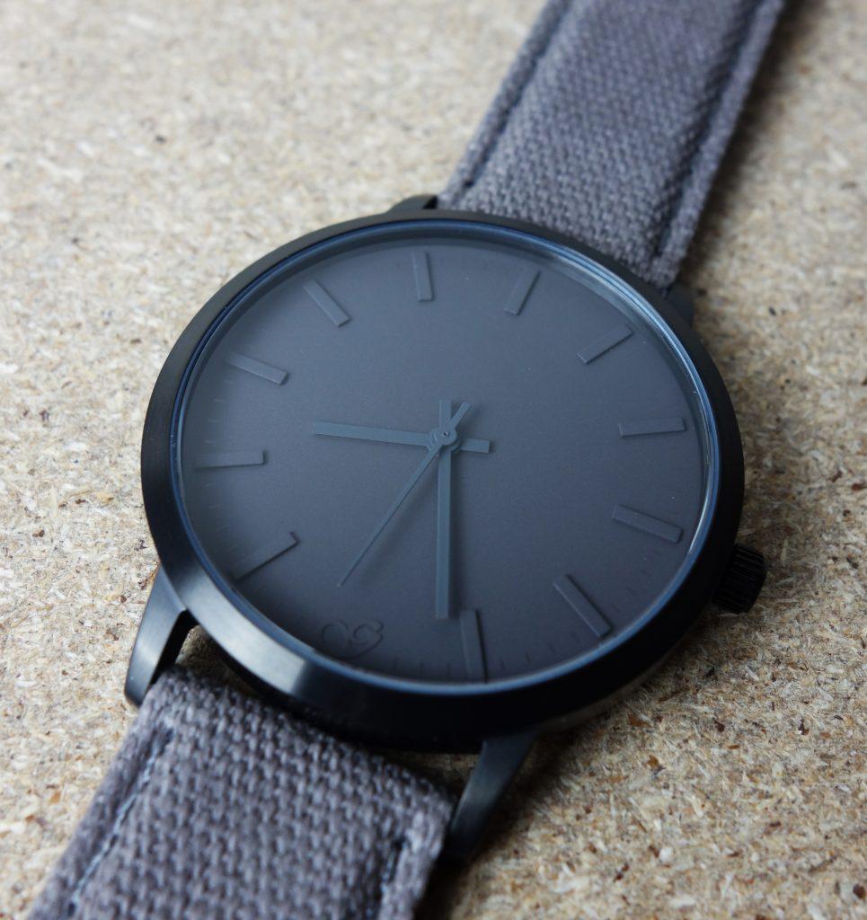 Gaxs Uhr Schwedisches Design grau