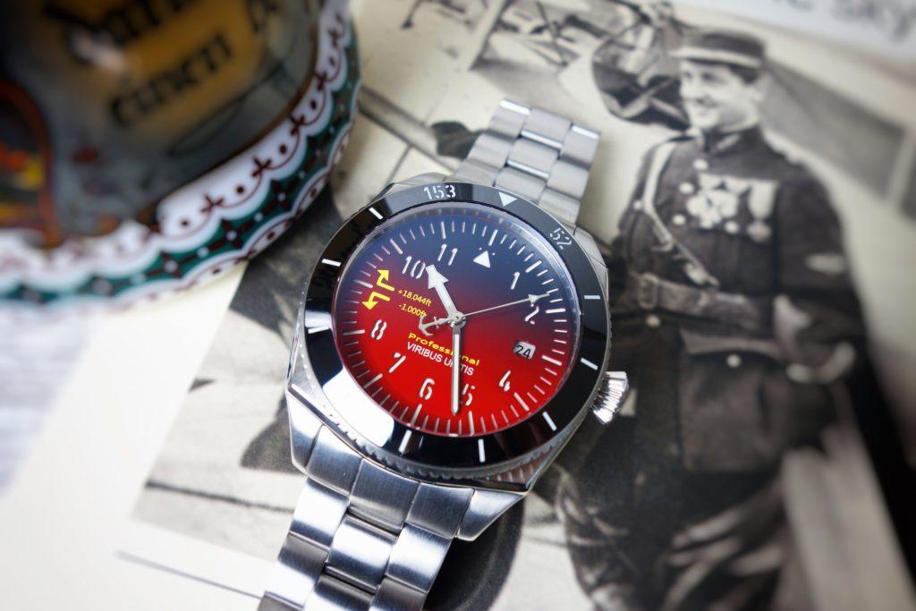 Viribus Unitis rote Uhr Österreich