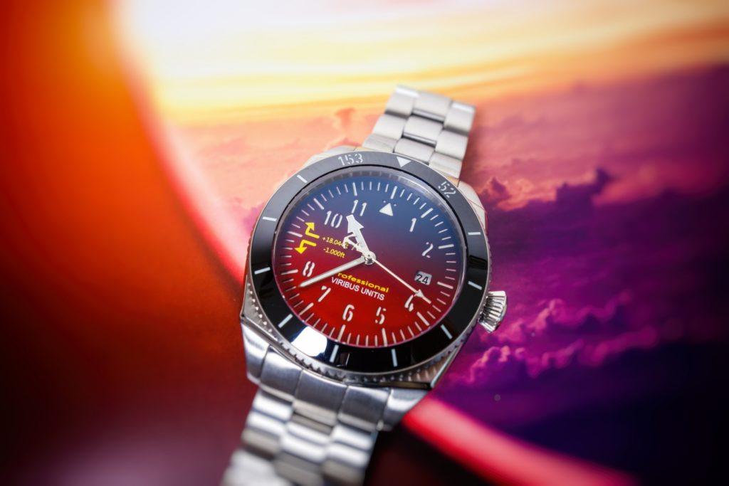 Viribus Unitis rote Uhr