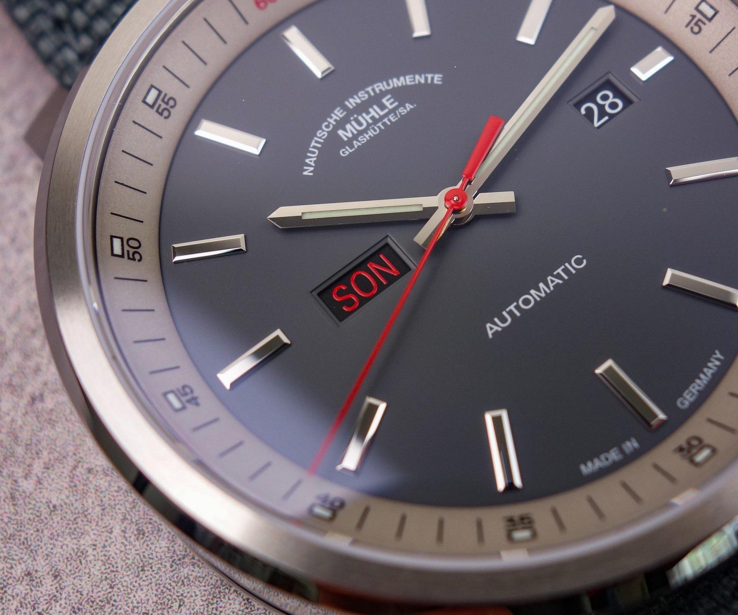 Roter Sonntag Datumsanzeige Uhr Glashütte