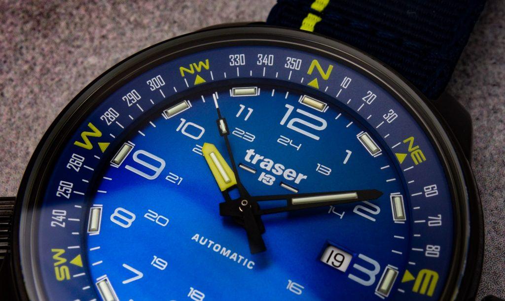 Traser P68 Pathfinder blaues Zifferblatt