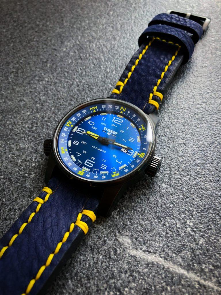 Traser blaues Lederband mit gelber Naht