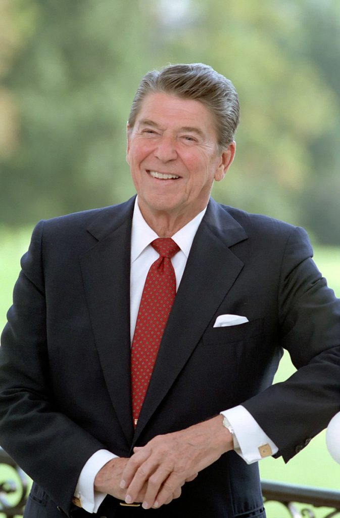 788px-President_Reagan_poses_at_the_White_House_1984