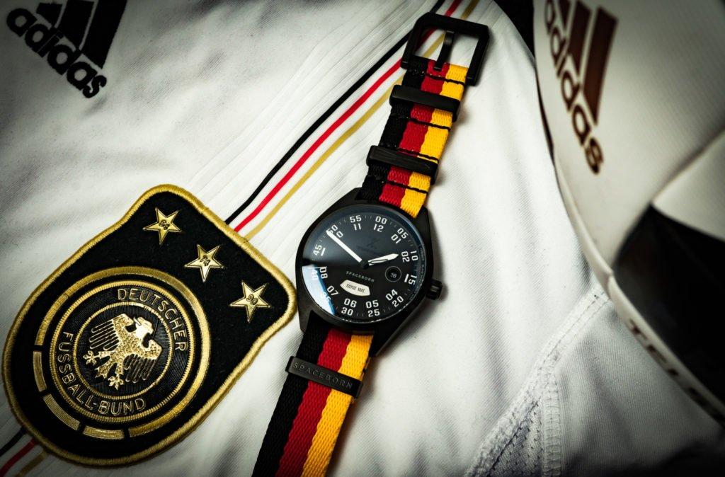 Deutschland Uhr DfB schwarz rot gold WM EM