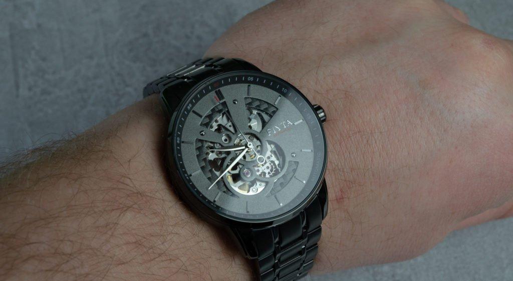 Fiyta Uhr am Handgelenk