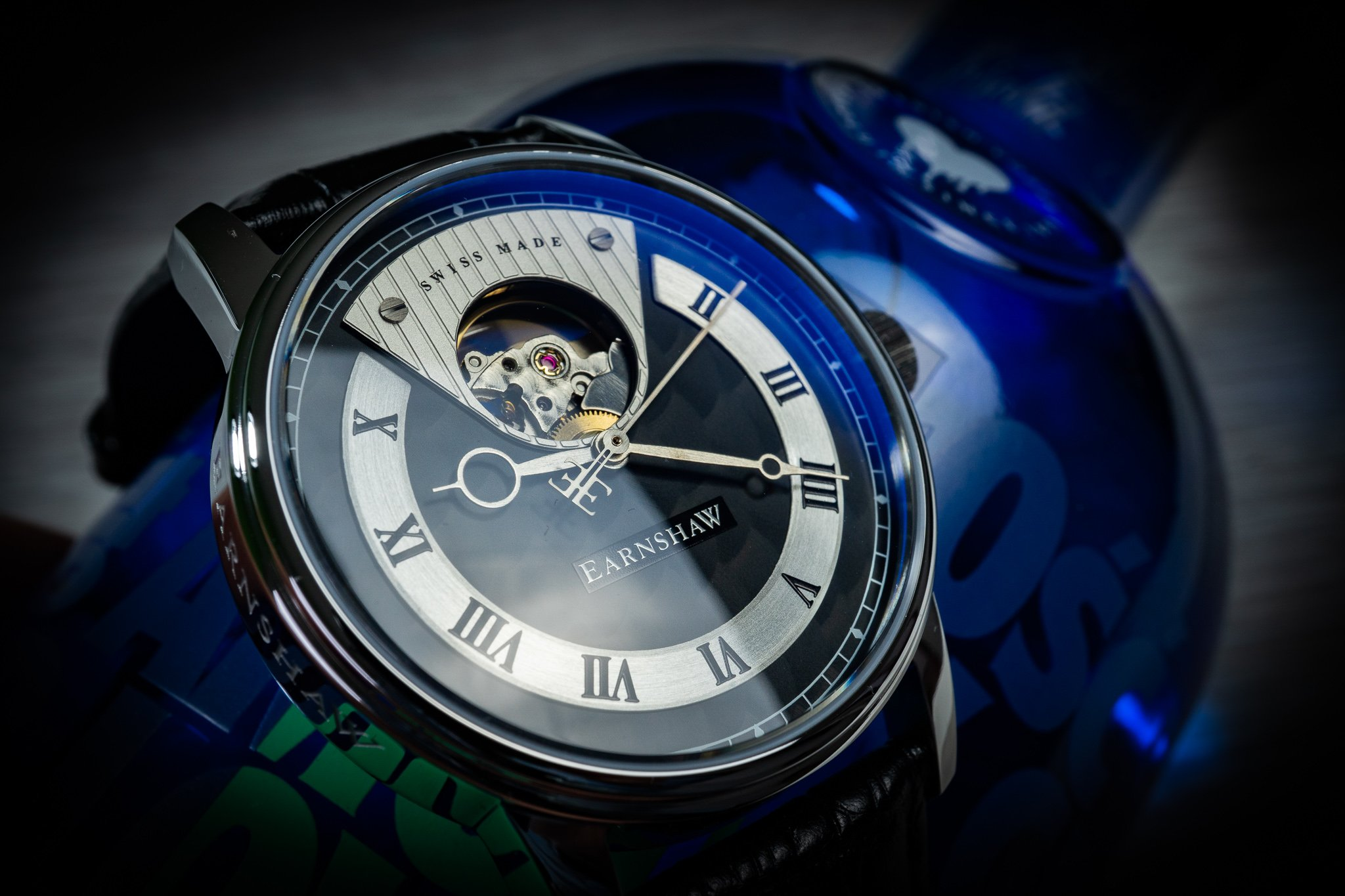 Read more about the article Earnshaw Beagle Automatic Open Heart – extravaganter Swiss Made Dresser im Test