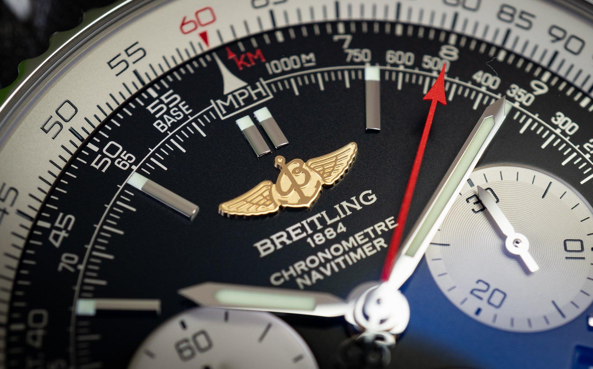 Breitling Navitimer Outletcity Metzingen appliziertes Logo mit Flügeln