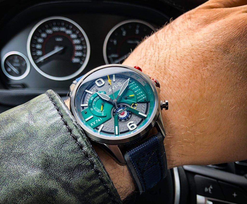 Uhr im Cockpit AVI-8 Fliegeruhr BMW