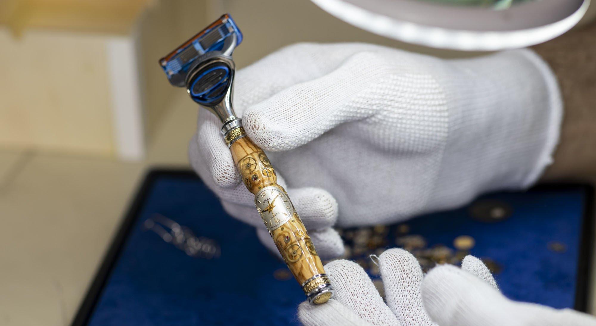 Reto Bochsler: Personalisierte Kugelschreiber, Füllfederhalter, Rasierpinsel & Co. mit eingearbeiteten Uhrenteilen
