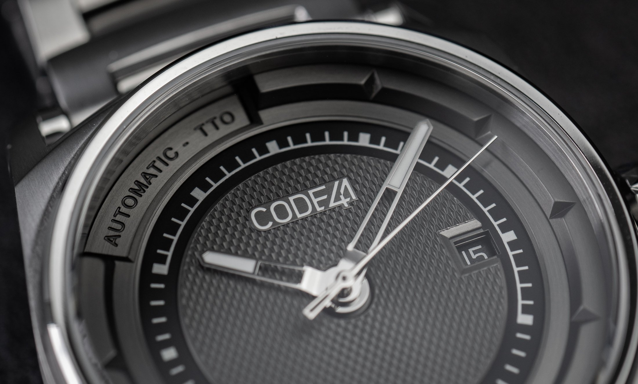 Read more about the article Uhren vom Swiss Made-Rebellen: CODE41 ANOMALY-02 im Test