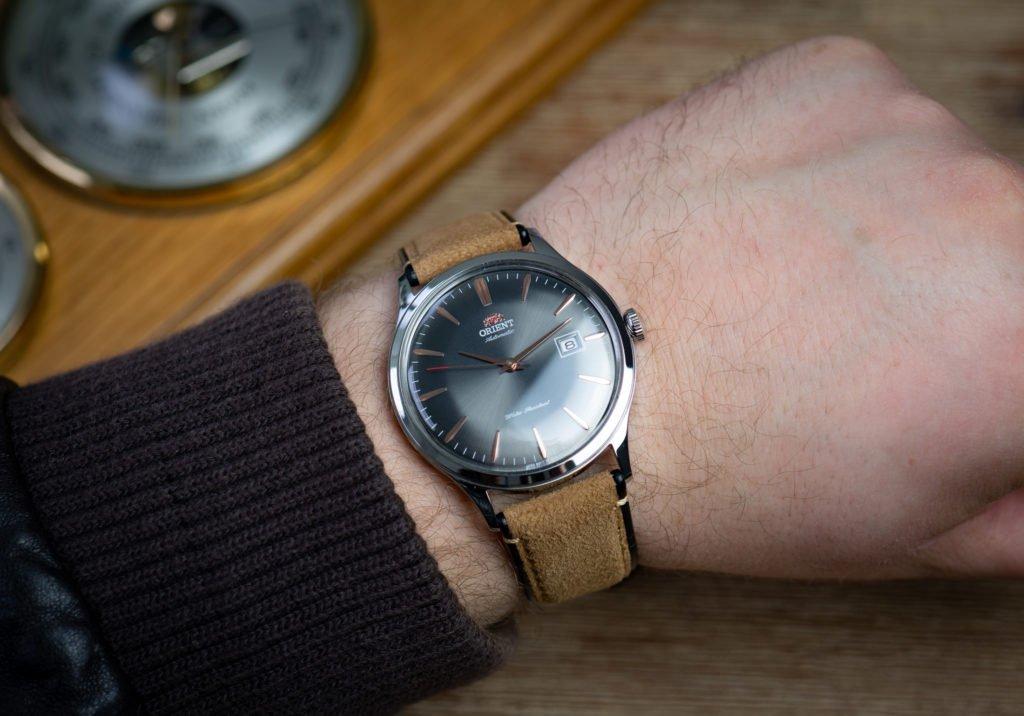 Orient-Bambino-Uhr-Größe-Handgelenk