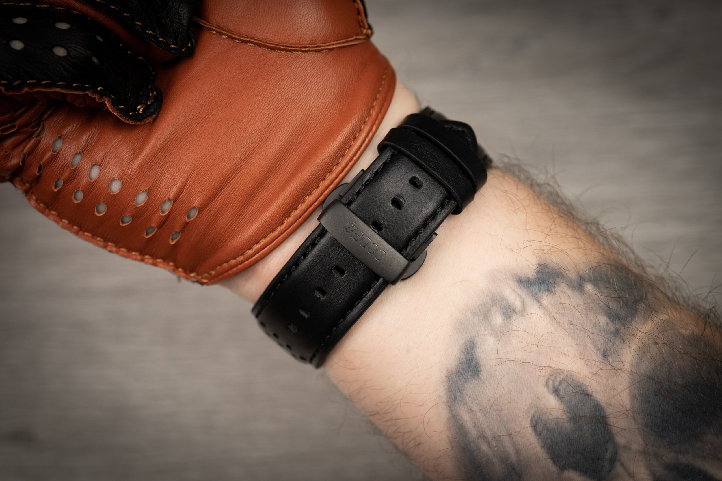CODE41-Anomaly-01-Lederband-Faltschließe