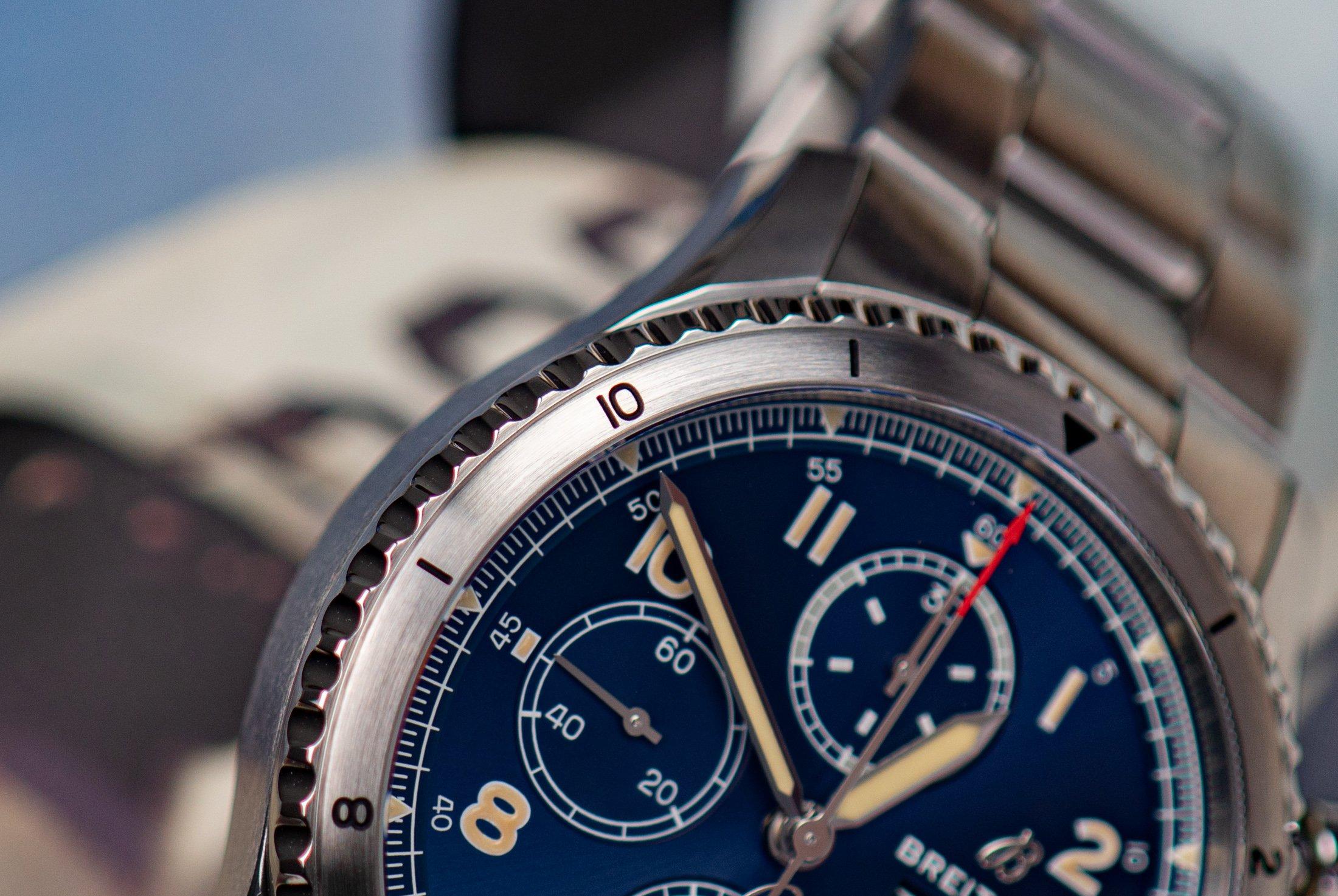 Breitling-Aviator-8-Chronograph-43-Lünette