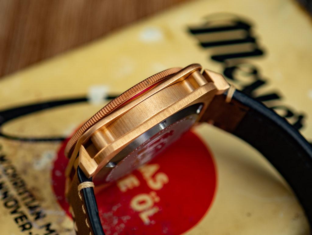 Bronze-Uhr-eckiges-Gehäuse-Aquatico