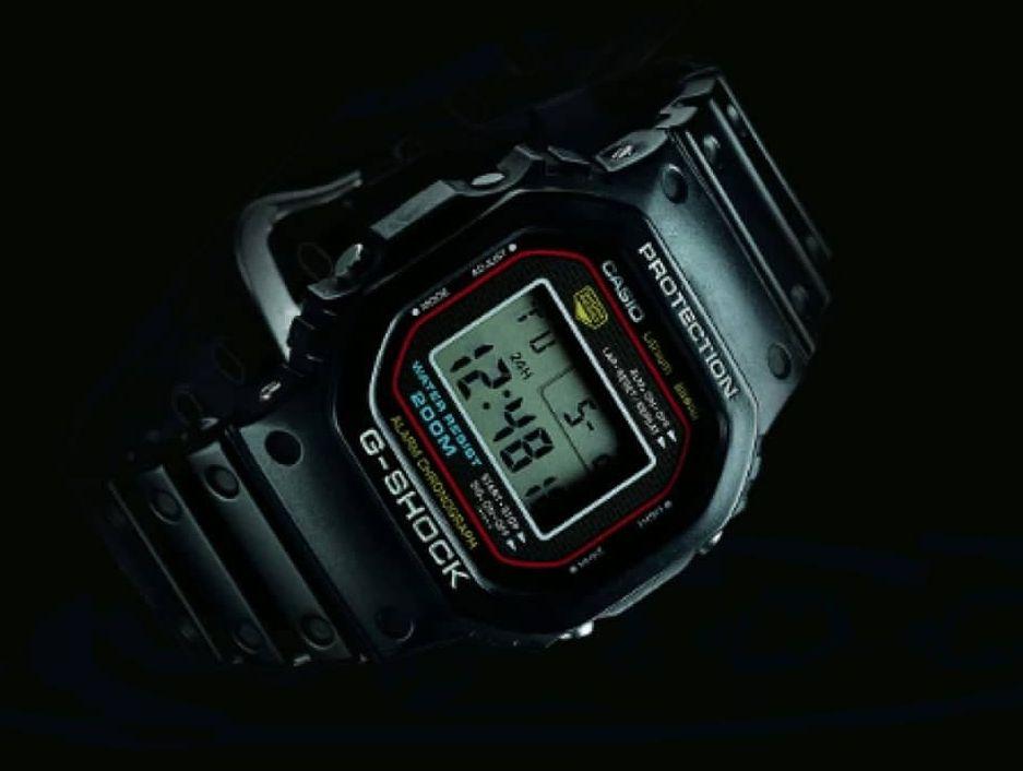 Erste-Casio-G-Shock-DW-5000C-1983