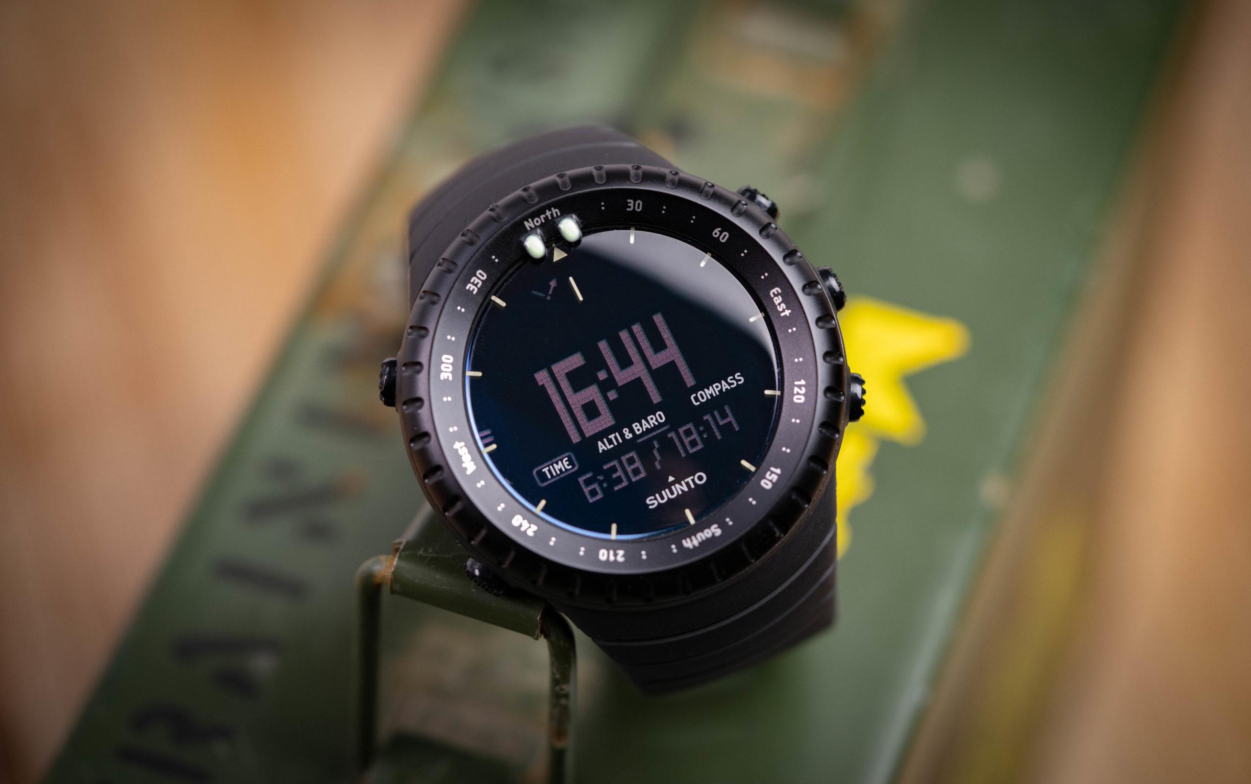 Read more about the article Suunto Core All Black: Uhr für Militär und Outdoor im Test