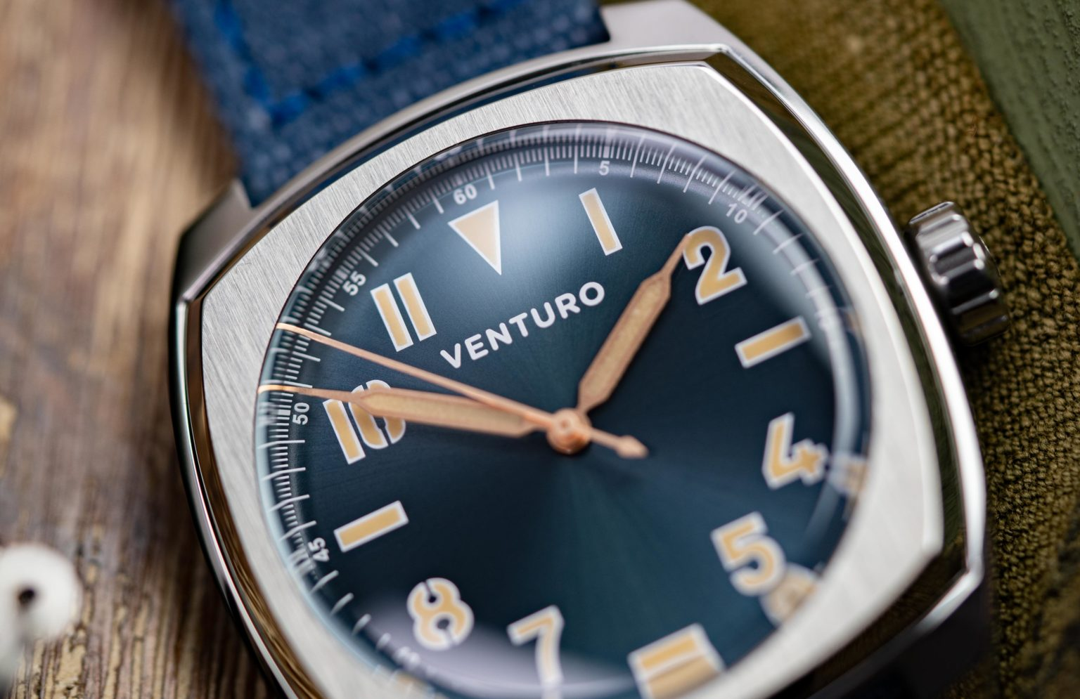 Venturo-Field-Watch-2-14